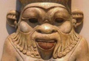 il dio Bes con la lingua sporgente
